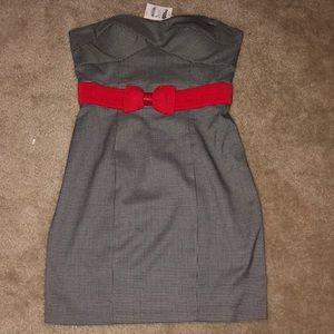 Super cute strapless dress!